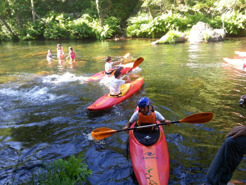 Aventura Rías Baixas tiene actividades con Kayak en las Aguas del Río Lérez
