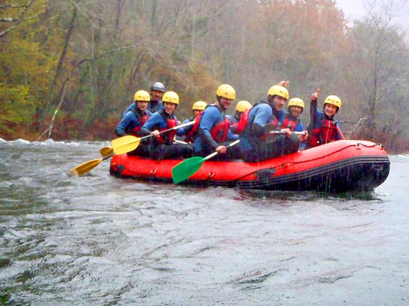 Disfruta de actividades acuáticas en el Río Lérez en Ecoparque Atalaia de Cotobade. Aventura Rías Baixas